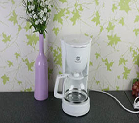 https://kinghome.vn/san-pham/may-pha-cafe-electrolux-ecm1303w-3964.html